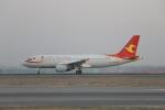 TAOTAOさんが、ウルムチ地窩堡国際空港で撮影した天津航空 A320-214の航空フォト(写真)