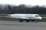 Willieさんが、モントリオール・ピエール・エリオット・トルドー国際空港で撮影したエア・カナダ・エクスプレス ERJ-170-200 LR (ERJ-175LR)の航空フォト(写真)