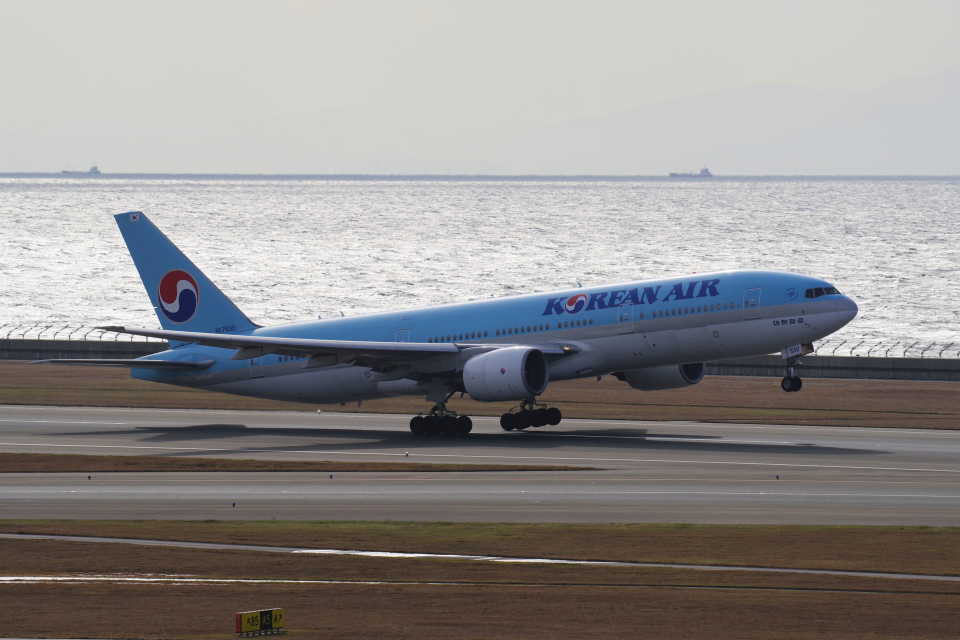 yabyanさんの大韓航空 Boeing 777-200 (HL7530) 航空フォト