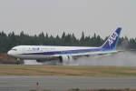 プルシアンブルーさんが、秋田空港で撮影した全日空 767-381の航空フォト(写真)