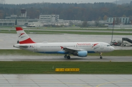 pringlesさんが、チューリッヒ空港で撮影したオーストリア航空 A320-214の航空フォト(写真)
