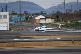 chihara さんが、高松空港で撮影したアカギヘリコプター AS350B2 Ecureuilの航空フォト(写真)