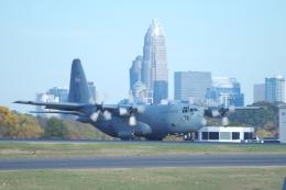 zettaishinさんが、シャーロット ダグラス国際空港で撮影したアメリカ空軍 C-130H Herculesの航空フォト(飛行機 写真・画像)