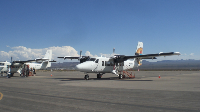 KLIAX24Rさんが、ボールダー・シティ市営空港で撮影したGrand Canyon Airlines DHC-6-300 Twin Otter/VistaLinerの航空フォト(飛行機 写真・画像)