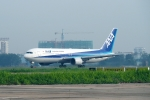 とおまわりさんが、タンソンニャット国際空港で撮影した全日空 767-381/ERの航空フォト(写真)