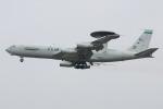マリオ先輩さんが、横田基地で撮影したアメリカ空軍 E-3B Sentry (707-300)の航空フォト(写真)