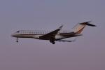 Timothy✈︎NRTさんが、成田国際空港で撮影したネットジェット・インターナショナル BD-700-1A10 Global 6000の航空フォト(写真)