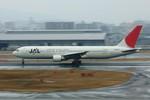 しんさんが、福岡空港で撮影した日本航空 767-346の航空フォト(写真)