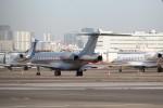 ほわいトさんが、羽田空港で撮影したビスタジェット BD-700-1A10 Global 6000の航空フォト(写真)
