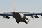 パラノイアさんが、厚木飛行場で撮影したアメリカ海兵隊 KC-130J Herculesの航空フォト(写真)