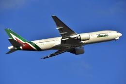 よしポンさんが、成田国際空港で撮影したアリタリア航空 777-243/ERの航空フォト(写真)