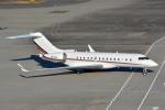 トロピカルさんが、羽田空港で撮影したネットジェッツ・エイビエーション BD-700 Global Express/5000/6000の航空フォト(写真)