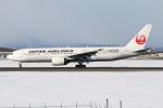 たみぃさんが、新千歳空港で撮影した日本航空 777-246の航空フォト(写真)