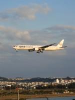 おっつんさんが、那覇空港で撮影した日本航空 777-346の航空フォト(飛行機 写真・画像)