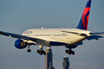 パンダさんが、成田国際空港で撮影したデルタ航空 777-232/ERの航空フォト(写真)