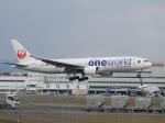 おっつんさんが、福岡空港で撮影した日本航空 777-246の航空フォト(写真)
