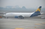 IL-18さんが、ノイバイ国際空港で撮影したKマイル エア 737-4M0/SFの航空フォト(写真)
