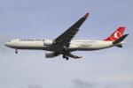 Koba UNITED®さんが、ロンドン・ヒースロー空港で撮影したターキッシュ・エアラインズ A330-303の航空フォト(写真)