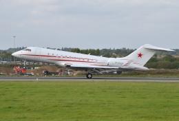 IL-18さんが、ロンドン・ルートン空港で撮影したロシア個人所有 BD-700-1A11 Global 5000の航空フォト(飛行機 写真・画像)