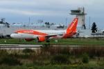 twining07さんが、パリ オルリー空港で撮影したイージージェット A320-214の航空フォト(写真)