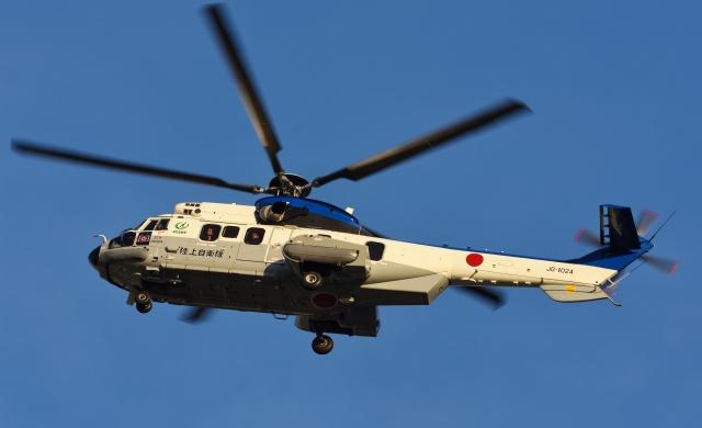 青い翼に鎧武者マークの!さんが、市ヶ谷地区で撮影した陸上自衛隊 EC225LP Super Puma Mk2+の航空フォト(飛行機 写真・画像)