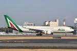 トロピカルさんが、成田国際空港で撮影したアリタリア航空 A330-202の航空フォト(写真)
