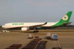 セブンさんが、台湾桃園国際空港で撮影したエバー航空 A330-203の航空フォト(飛行機 写真・画像)