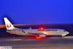 狭心症さんが、北九州空港で撮影した日本航空 737-846の航空フォト(写真)