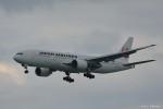 やまちゃんKさんが、那覇空港で撮影した日本航空 777-246の航空フォト(写真)