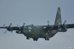 やまちゃんKさんが、那覇空港で撮影した航空自衛隊 C-130H Herculesの航空フォト(写真)