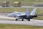 鈴鹿@風さんが、嘉手納飛行場で撮影したアメリカ海兵隊 F/A-18C Hornetの航空フォト(写真)