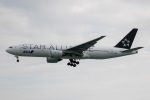 チャッピー・シミズさんが、那覇空港で撮影した全日空 777-281の航空フォト(写真)