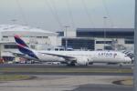 ぽっぽさんが、シドニー国際空港で撮影したラタム・エアラインズ・チリ 787-9の航空フォト(写真)