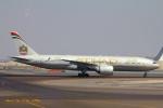 ぽっぽさんが、アブダビ国際空港で撮影したエティハド航空 777-237/LRの航空フォト(写真)