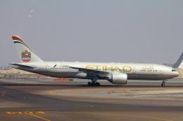 ぽっぽさんが、アブダビ国際空港で撮影したエティハド航空 777-237/LRの航空フォト(飛行機 写真・画像)