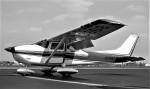 ハミングバードさんが、名古屋飛行場で撮影した野崎産業 182Pの航空フォト(写真)