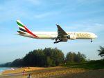 まいけるさんが、プーケット国際空港で撮影したエミレーツ航空 777-31H/ERの航空フォト(写真)