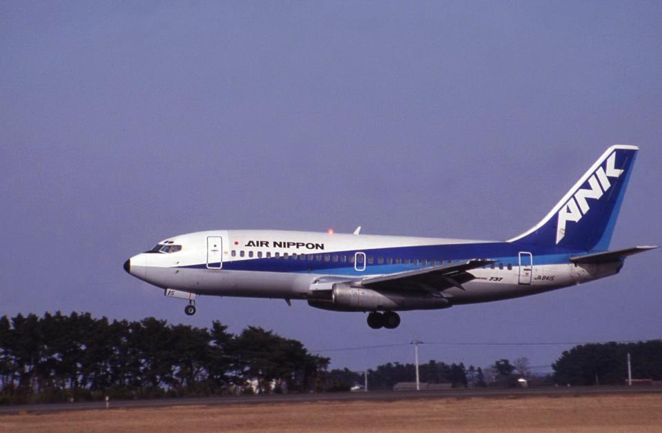 kumagorouさんのエアーニッポン Boeing 737-200 (JA8415) 航空フォト