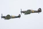 Tomo-Papaさんが、フェアフォード空軍基地で撮影したイギリス企業所有 329 Spitfire Mk2Aの航空フォト(写真)