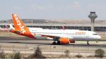 誘喜さんが、マドリード・バラハス国際空港で撮影したイージージェット A320-214の航空フォト(写真)
