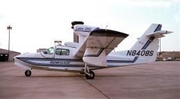 ハミングバードさんが、名古屋飛行場で撮影したアメリカ個人所有 LA-250 Renegadeの航空フォト(飛行機 写真・画像)