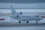 SFJ_capさんが、新千歳空港で撮影したKleinheinz Capital Partners Inc Falcon 900EXの航空フォト(写真)