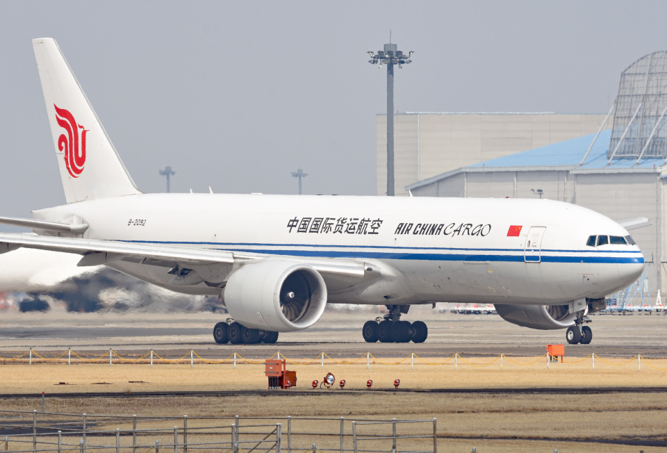 tsubasa0624さんの中国国際貨運航空 Boeing 777-200 (B-2092) 航空フォト