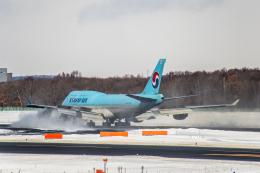 Cygnus00さんが、新千歳空港で撮影した大韓航空 747-4B5の航空フォト(写真)