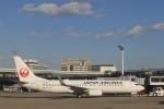 Take51さんが、伊丹空港で撮影した日本航空 737-846の航空フォト(写真)