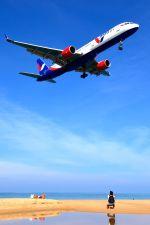 まいけるさんが、プーケット国際空港で撮影したアズール・エア 757-2Q8の航空フォト(写真)