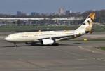 masa707さんが、アムステルダム・スキポール国際空港で撮影したエティハド航空 A330-243の航空フォト(写真)