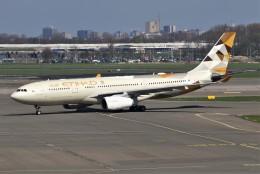 masa707さんが、アムステルダム・スキポール国際空港で撮影したエティハド航空 A330-243の航空フォト(飛行機 写真・画像)