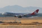 青春の1ページさんが、関西国際空港で撮影したカーゴルクス 747-8R7F/SCDの航空フォト(写真)