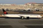 スポット110さんが、羽田空港で撮影したエア・カナダ 777-333/ERの航空フォト(写真)